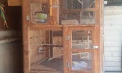 Tego esta jaula pra crear cockatiels o pericos 3x2 x8 piez de alto con cajones incluidis por $100 para mas información 323 637 9869 otas cuantas pequeñas